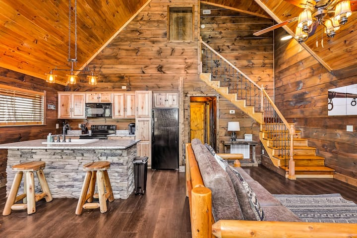 Brand New Log Cabin with a Beautiful Lake View