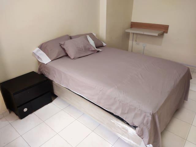 Room 3 9,000 BTU air Conditioner with remote Control