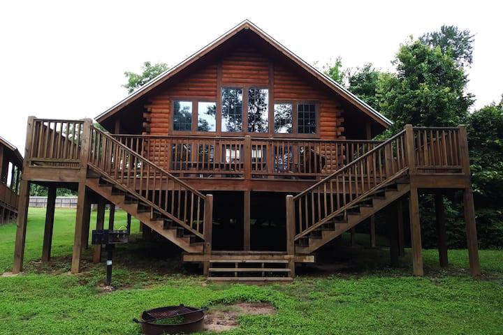 Lake House Log Cabin at Water's Edge