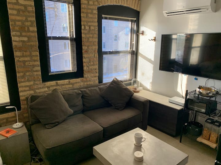 Modern studio loft btw Logan Square & Wicker Park