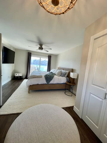 Master Bedroom with king size bed and patio doors on to lake view patio