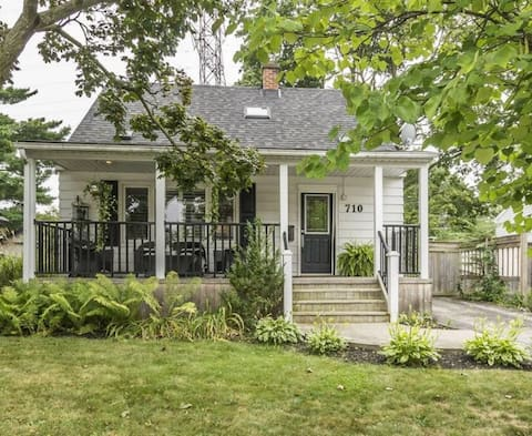 Hager House: Charming retreat downtown Burlington