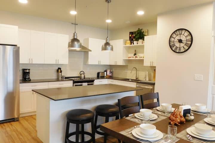 Beautiful, new 3-bedroom flat at Yellowstone Bend