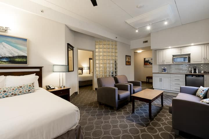 Deluxe Suite - High Country Inn