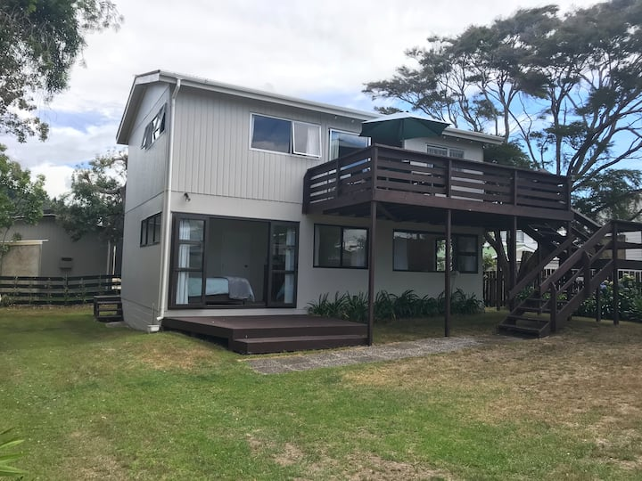 Kiwi Bach so Close to Beach & Estuary