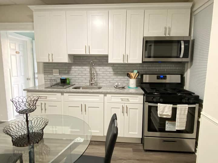 4Brs easy access to NYC 25min driveParking-laundry