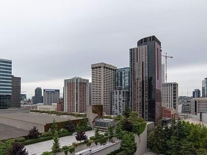 Fully Furnished Seattle studio Downtown/First Hill