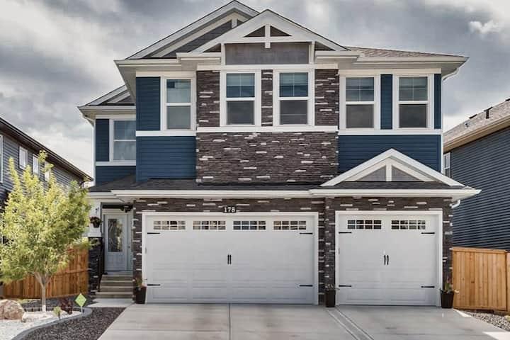 Luxury modern home in Nolan Hills NW. 3000 sq ft.