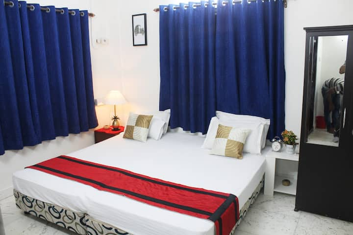 Cozy AC Room at Biswa Bangla Gate, Newtown-Kolkata