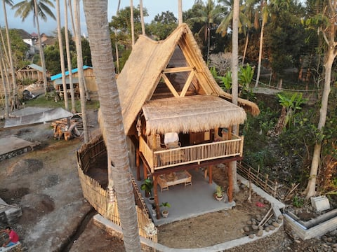 Medewi - Beach front bungalow perfect for surfers.