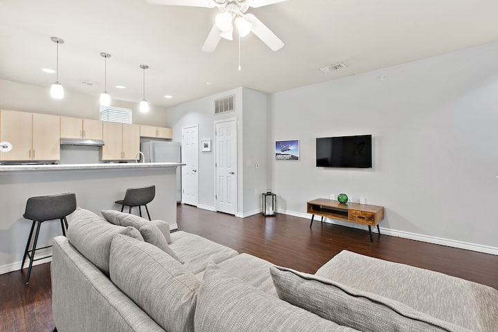 SoCo: Ultra-Modern Townhouse ideal Austin Location