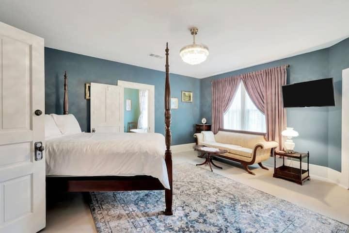 Luxe Private Room in Historic Hemphill Manor!