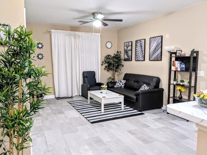 Lovely 2BR Condo - Close To Disney