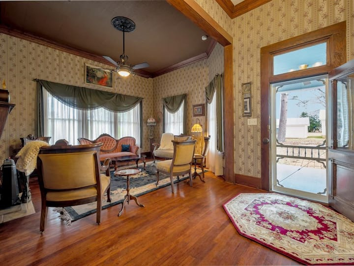 Luxe Balcony Suite In Historic Hemphill Home! #5