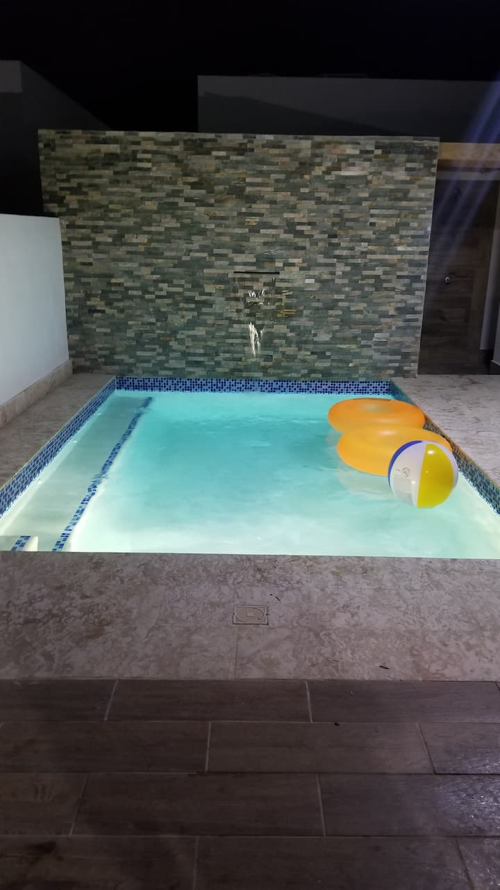 Villa with Pool, King/Queen beds, Pool table, BBQ