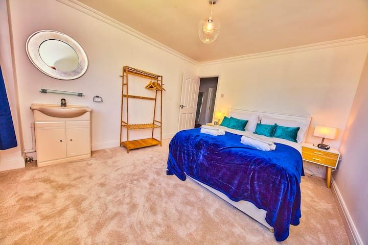 The Langland Bay Room overlooks the rear terrace. It has a king size bed, a clothes rack and a large television, if you can look away from the great sea views. There is also a washbasin, so there is no need to queue for the bathroom.
