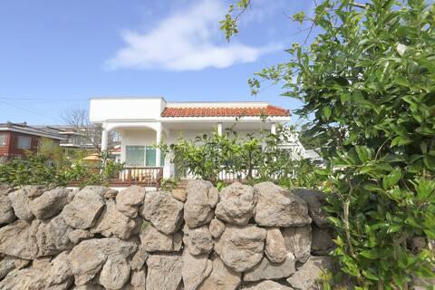 넓은 잔디마당 독채 전원주택  - 스테이포미 (대지 180평)