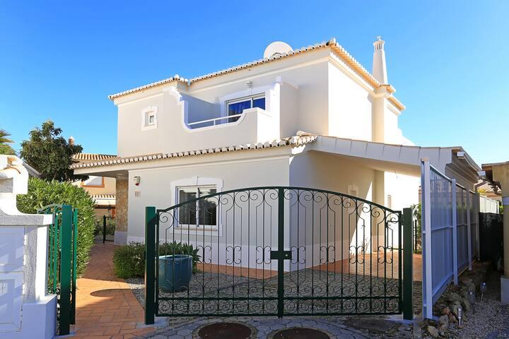 Luxurious, spacious villa in Portimao