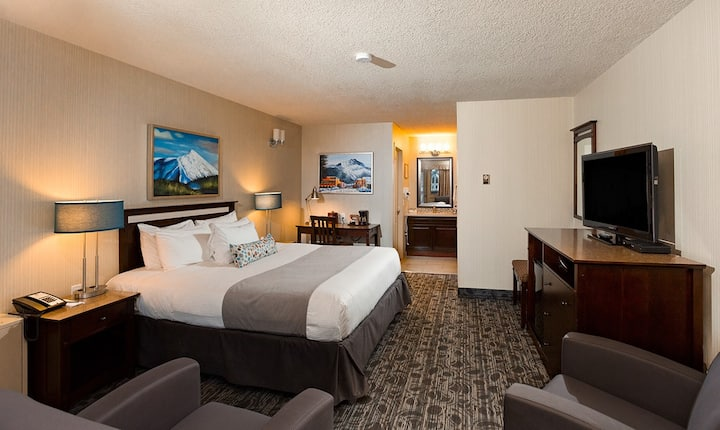 King Guest Room - High Country Inn