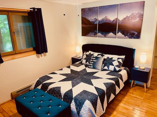 Mountain queen room: premium memory foam mattress, wireless charging lamps, extra storage.