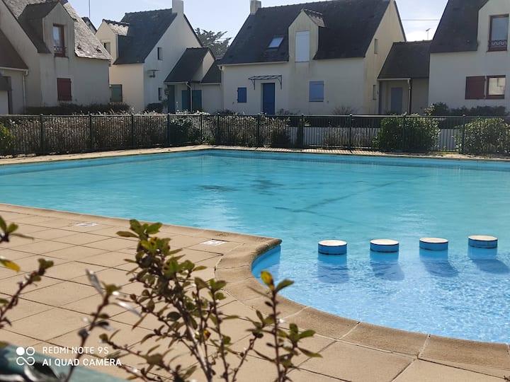 Petite maison avec piscine proche plage et centre