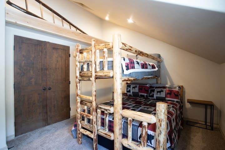 Bedroom 3 Queen over Twin XL