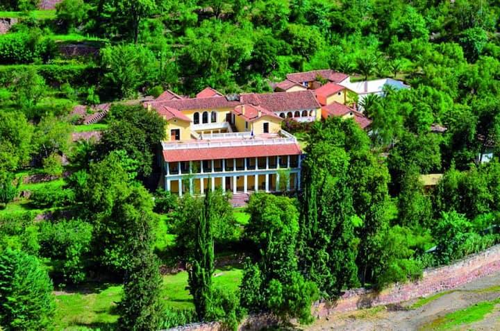 HUATA. El paraíso a 30 minutos de Sucre (cabaña 1)