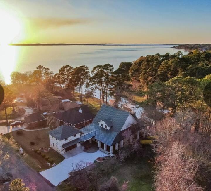 Lakefront retreat awaits you!