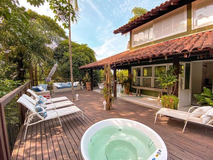 Casa de praia com cachoeira