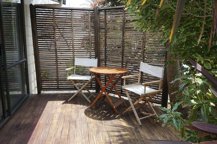Private bedroom & patio in sunny Papamoa