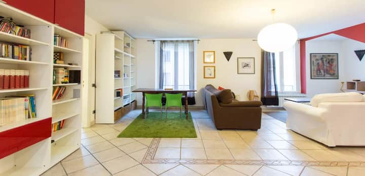 Spacious 1bd Apt with Terrace in Isola, Milan