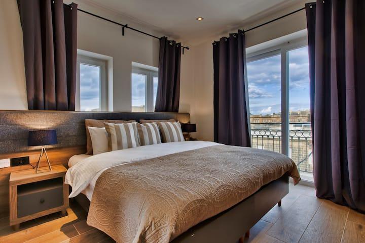 Tritoni Square Private Room Floriana