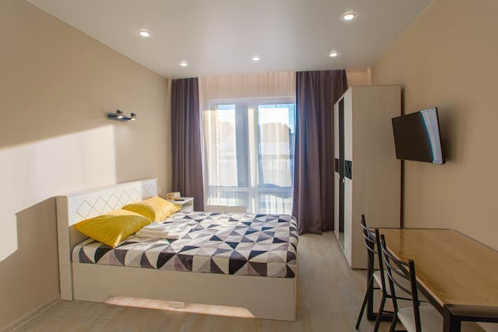 Современная квартира-студия с балконом