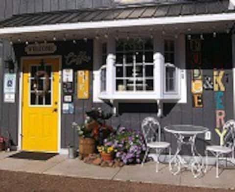 Bakery Bunkhouse - Sweet Amenities & Nature !