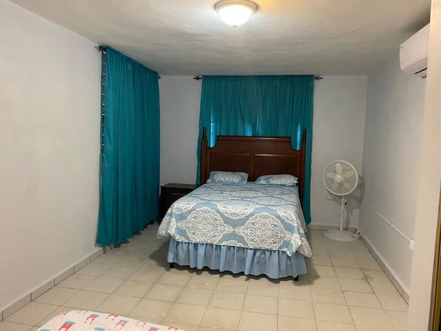 Bedroom (Queen Bed and Twin Bed)