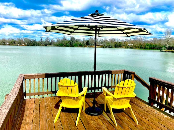 The Blue Paddle Waterfront Lake House