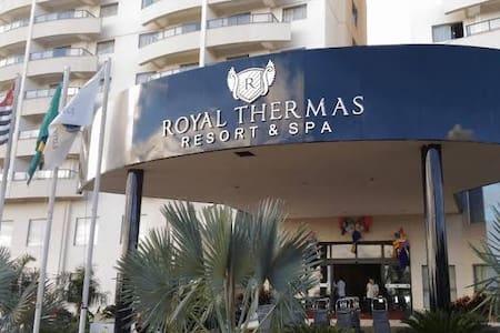 Hotel com 2 recepções, a entrada do Royal Star é semelhante à da foto.
