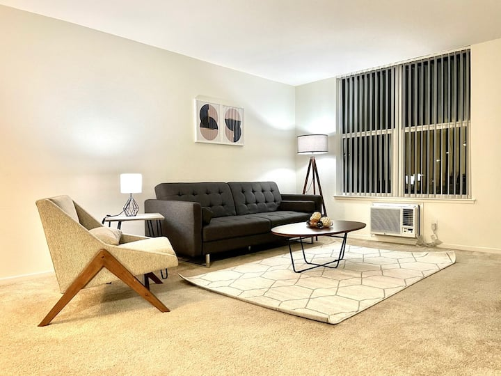 Gorgeous 2A Fremont Apartment with AC/Gym/Pool!