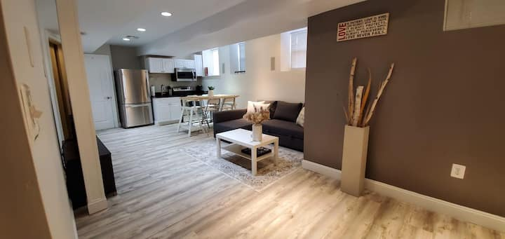 Swanky unit nr. Everything/Restaurants/T/Downtown