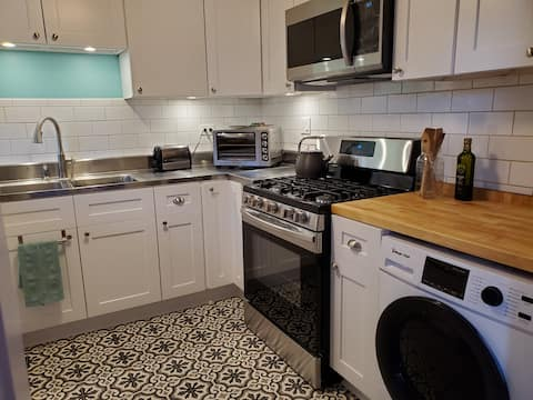 Bright & Tasteful Condo Near Lab, 2 BR, Gov Rates