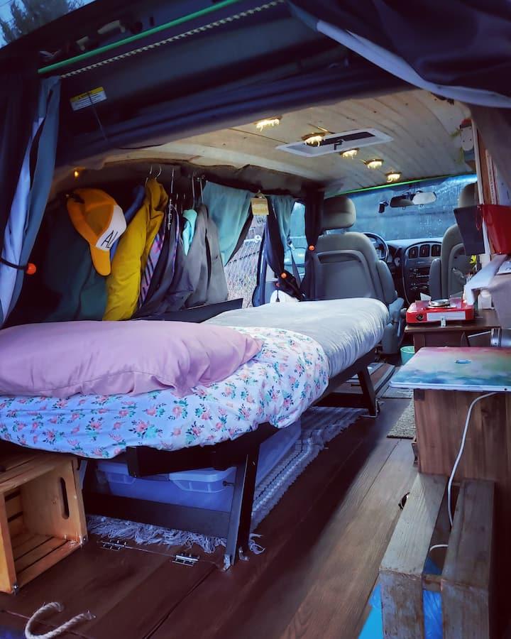 Hotel on Wheels Stealthy Campervan