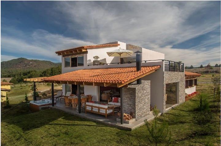 Casa en el fraccionamiento Valle del Lago, Tapalpa