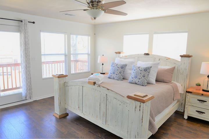 King Bed + Memory Foam Mattress. Large primary bedroom that overlooks the lake! Lots of natural light and a great place to wake up to.