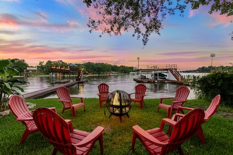 Waterfront Dock + Fire Pit/Patio + Movie/Game Room