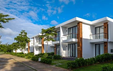 Saint Simeon - Luxury Garden Villa - 100m to beach