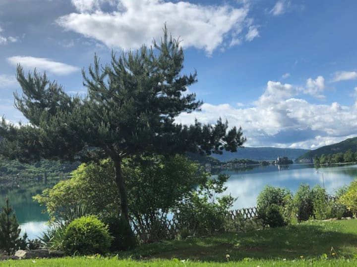 **Maison de hameau au bord du  lac d'Annecy**