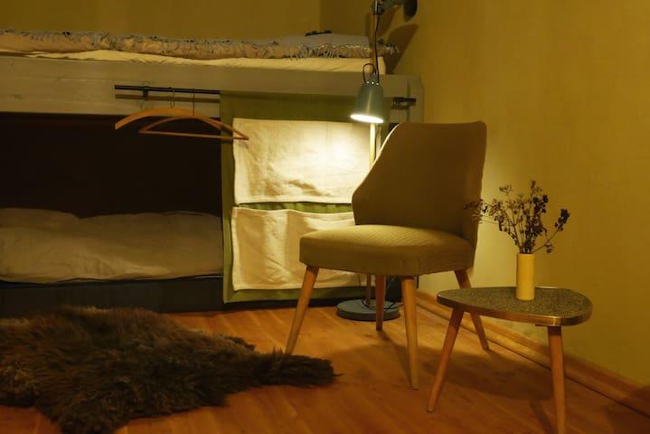 Zwei kleine Sessel für die Gemütlichkeit!