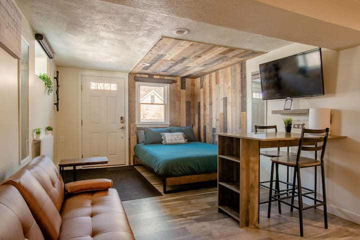 Stay a While Rental, Studio Apartment-PET FRIENDLY