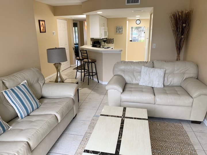 Furnished Condo close to Beaches and IMG Academies