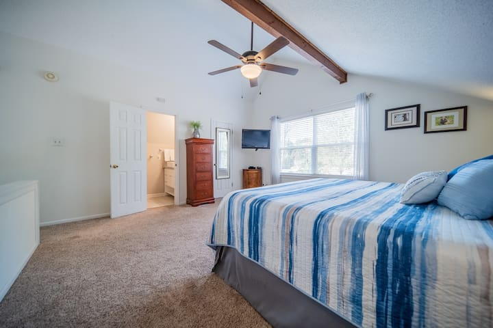Master bedroom is a loft with en suite full bath with shower, sink and toilet.